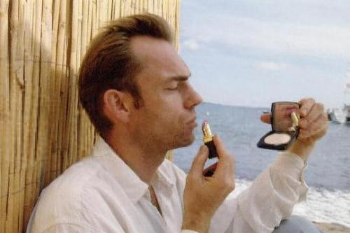 Hugo Weaving | Lipstick | Tacky Harper's Cryptic Clues