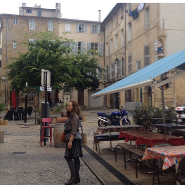 The Mommazon in Aix | Tacky Harper's Cryptic Clues